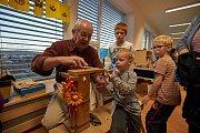 V mateřské školce v Tečovicích před pár dny otevřeli nové oddělení. Při té příležitosti se také ve školce konaly například tvořivé dílničky, poté prošel i lampionový průvod obcí. Foto: MŠ Tečovice
