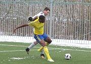 Fotbalisté Fastavu Zlín (ve žlutém) v sobotním 17. kole nejvyšší soutěže doma hostili pražskou Duklu. Petr Jiráček v akci