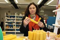 V prostorách tkalcovny zlínské Naděje se ve čtvrtek 10. prosince 2015 konal už 6. ročník nadějného bazaru. Lidé mohli nakupovat různé ručně vyráběné či šité výrobky.