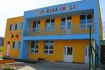 Obec Provodov se rozprostírá v Luhačovickém Zálesí, ve Vizovické vrchovině, mezi Vizovicemi, Luhačovicemi a Zlínem. Na snímku je budova mateřské školy, která čeká na uvedení do provozu.