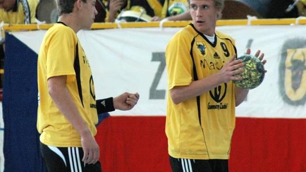 Zuberští házenkáři Jakub Hrstka (vpravo) a Tomáš Číp.