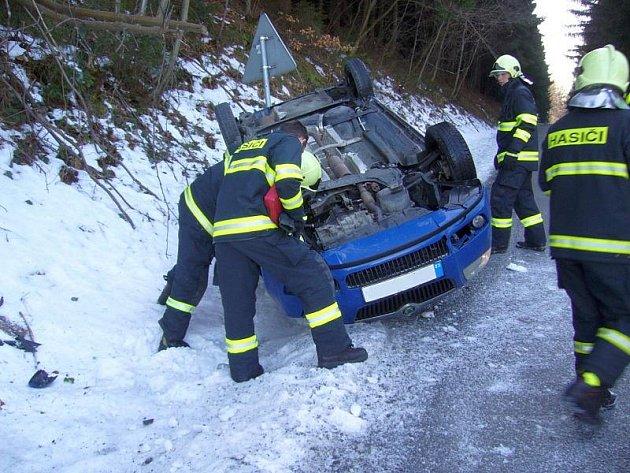 Černá středa na silnicích. A to ve středu 9. února platilo i ve Zlínském kraji. Jeden lidský život bohužel na nich vyhasnul, další lidé byli při nehodách zraněni.
