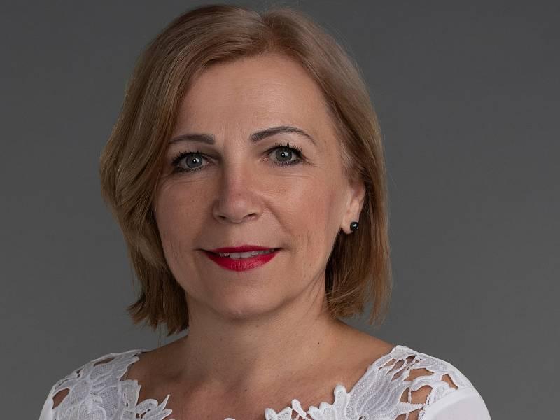 Eliška Olšáková (STAN) 53, Valašské Klobouky, starostka města Valašské Klobouky a vedoucí pracovnice vedoucí správy