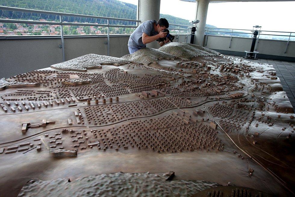bronzový model města Zlín terasa Baťova mrakodrapu