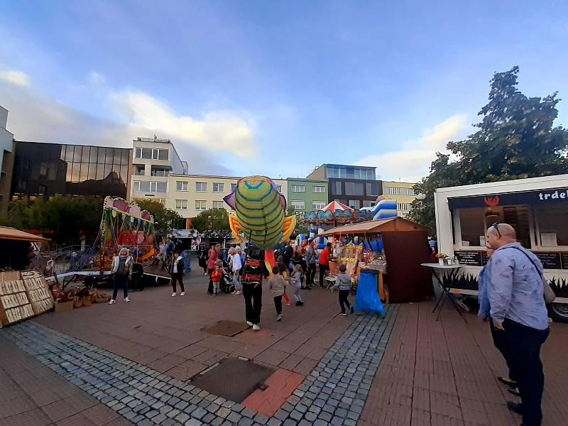 Kejklířský jarmark a 7. ročník Řezbářského sympozia. Přilákaly ve čtvrtek a v pátek davy lidí.