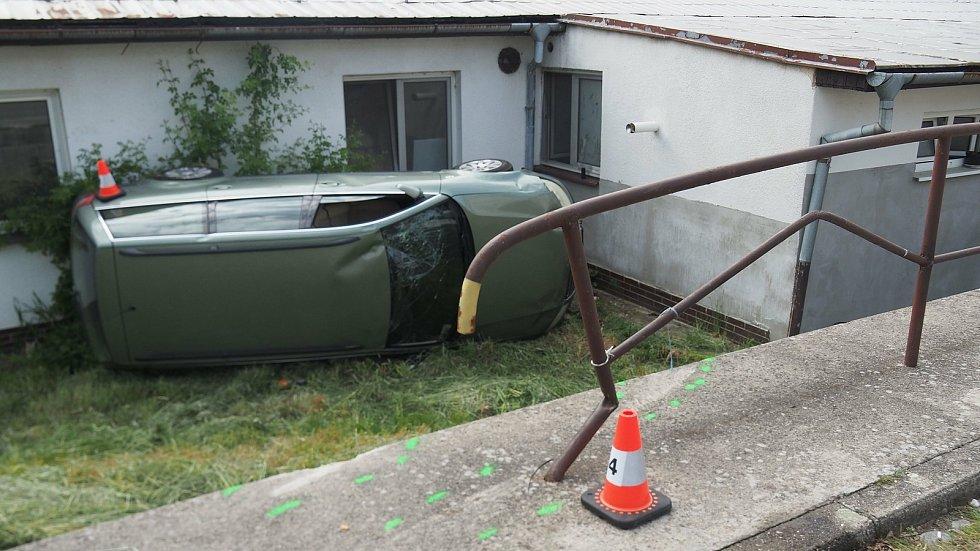 Cizinec pod vlivem alkoholu z hrozivé nehody vyvázl bez zranění