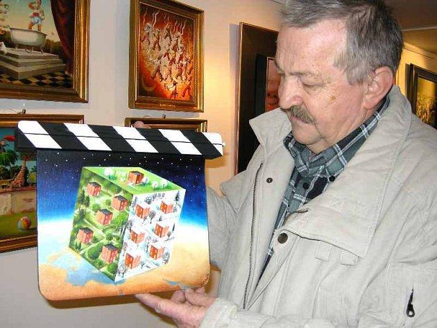 Ve zlínské Galerii pod Radnicí představil svou první klapku namalovanou pro letošní festival zlínský výtvarník a bývalý režisér animovaného filmu Ladislav Pálka. Autor klapku nazval Zlínská kostka.