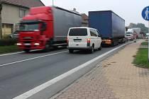 Cesta ujížděla, dopravu kvůli opravě komplikují semafory