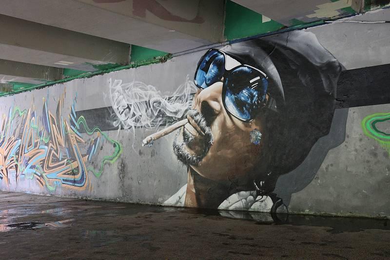 Ve Zlíně lze díla Michala Filáka vidět v podchodě u zastávky Česká na Jižních Svazích.