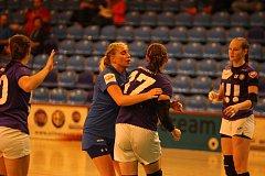 Zlínské házenkářky (v modrém) v 5. kole MOL ligy prohrály doma s ostravskou Porubou.