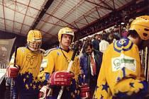Hokejový útočník Martin Kotásek má doma stříbrnou medaili z roku 1995, když Zlín nestačil ve valašském finále na Vsetín.