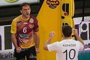 Utkání 1. kola volejbalové UNIQA Extraligy se odehrálo 1. října v Liberci. Utkaly se celky VK Dukla Liberec a Fatra Zlín. Na snímku vlevo je Bartosz Pietruczuk.