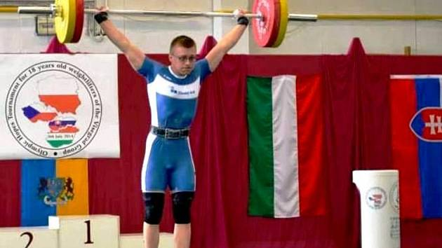 17 letý vzpěrač ze Sokola Jižní svahy Zlín-5 Lukáš Hofbauer.