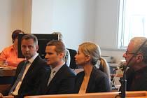 Případem obchodování a skladování zakázané munice v areálu vrbětických skladů, se začal v úterý zabývat krajský soud ve Zlíně.