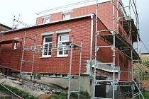 Pro majitele Baťových domků není získání dotace na zateplení snadné.