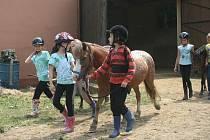 Dětský tábor na koních, Březůvky