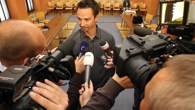 Hokejista Petr Čajánek podepsal v pondělí 2. května smlouvu se zlínským klubem PSG. V Baťově městě by měl působit následující dva roky.