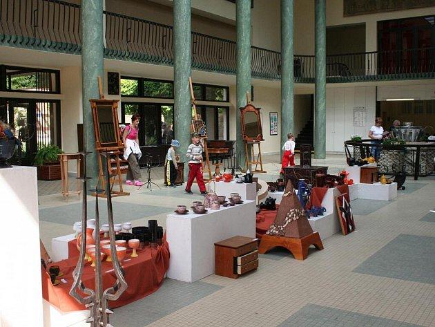 Výstava maturitních prací studentů SOŠ v galerii Vincentka.
