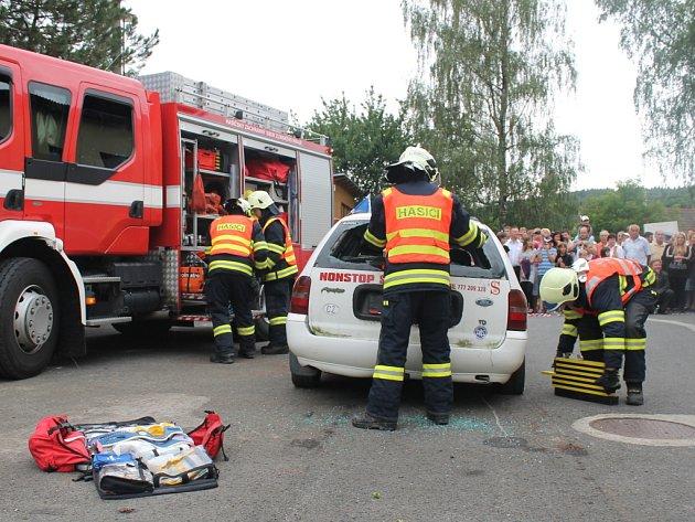 V obci Šarovy oslavili v sobotu 14. července 2012 85. výročí od založení Sboru dobrovolných hasičů Šarovy. Součástí byla například ukázka záchrany osob z havarovaného vozidla.