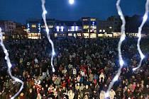 Vánoční strom na zlínském náměstí Míru se slavnostně rozsvítil v pátek 4. prosince.