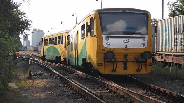 Vlak vykolejil s 25 cestujícími