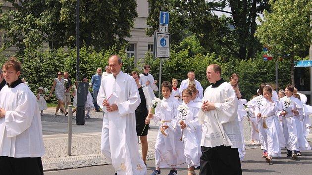 Mše svatá k svátku Těla a Krve Páně ve zlínském Parku Komenského