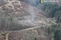 Záběr na vybuchlý sklad číslo 12 ve vrbětickém areálu