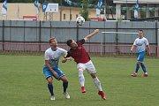 Fotbalisté Otrokovic (v bílomodrých dresech) zdolali ve vloženém 30. kole MSFL vedoucí Prostějov 3:2.
