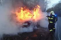 Řidiči v Poteči začal za jízdu hořet interiér vozidla.FOTO zdroj: HZS ZLK.