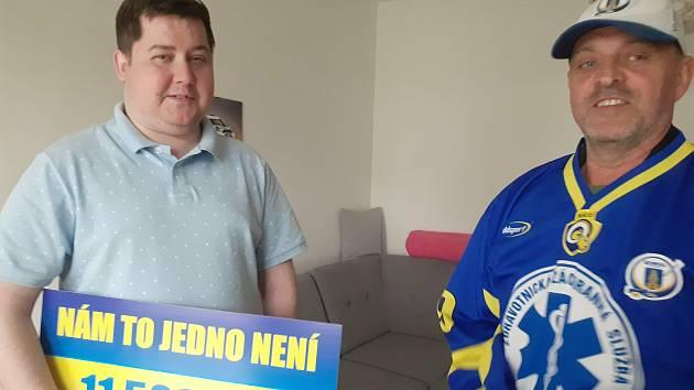 David Hrbáček, bojovník s nemocí a hokejový srdcař dostal finanční pomoc od zlínských zdravotních záchranářů