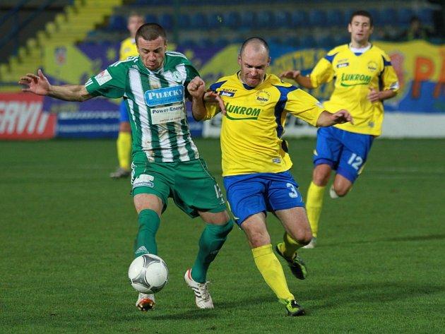 Martin Hruška (ve žlutém. Fotbal Zlín.