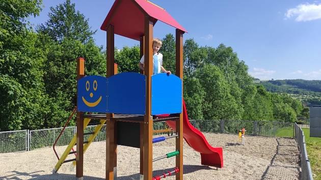 Nové dětské hřiště v Březnici.