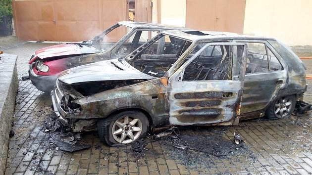 Požár dvou felicií ve Slavičíně - Nevšové