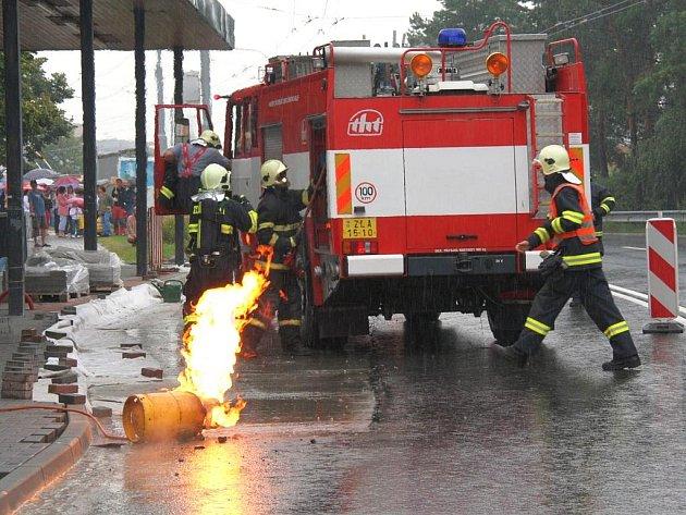 Požár tlakové nádoby s plynem na sídlišti Jižní Svahy ve Zlíně.