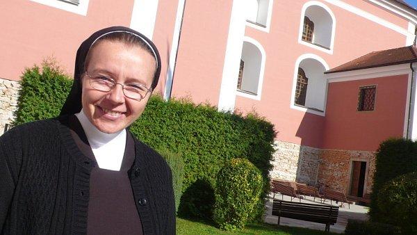Klášter Kongregace sester karmelitánek ve zlínské části Štípa. Na snímku je matka představená Růžena Sekulová.