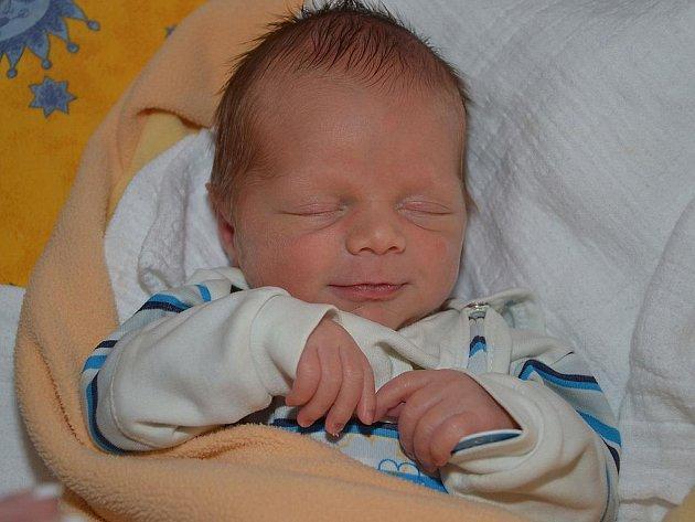 David Bartoň z Kroměříže se narodil 25.1.2012  s mírami 43 cm a 2770 g  jako jedno z dvojčat