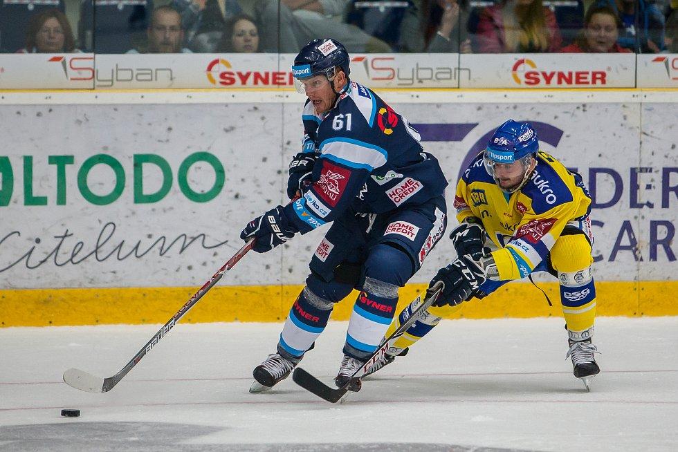Utkání 3. kola Tipsport extraligy ledního hokeje se odehrálo 12. září v liberecké Home Credit areně. Utkaly se celky Bílí Tygři Liberec a Aukro Berani Zlín. Na snímku vlevo Milan Bartovič.