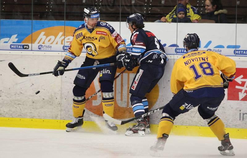 Extraligoví hokejisté Zlína (ve žlutém) v rámci 19. kola doma hostili Liberec. Na snímku Ferenc