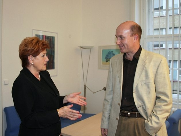 Primátorka Zlína Irena Ondrová ocenila množství pracovních míst Call centra. Manažer Petr Skok zase uvítal, že Zlínsko disponuje mladými lidmi.