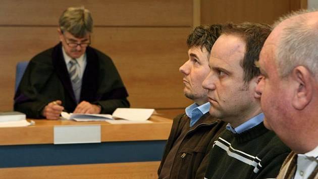 Přemysl Vyoral, Stanislav Pospíšilík a Ivo Divoký (zprava doleva) ve středu 31. března u soudu ve Zlíně.