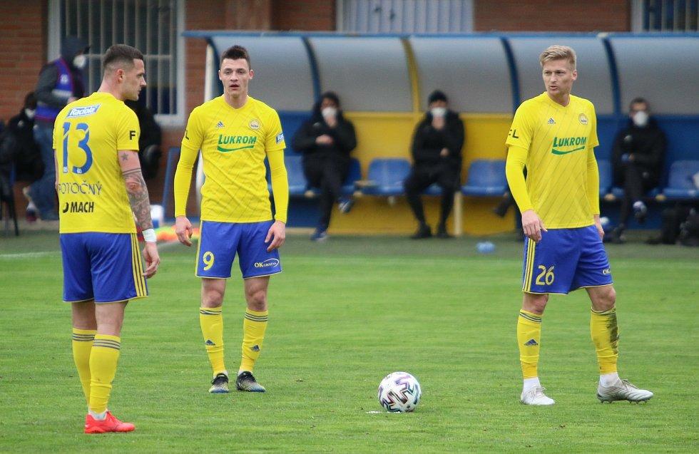 Fotbalisté Zlína (žluté dresy) se po reprezentační přestávce doma utkali s Karvinou.