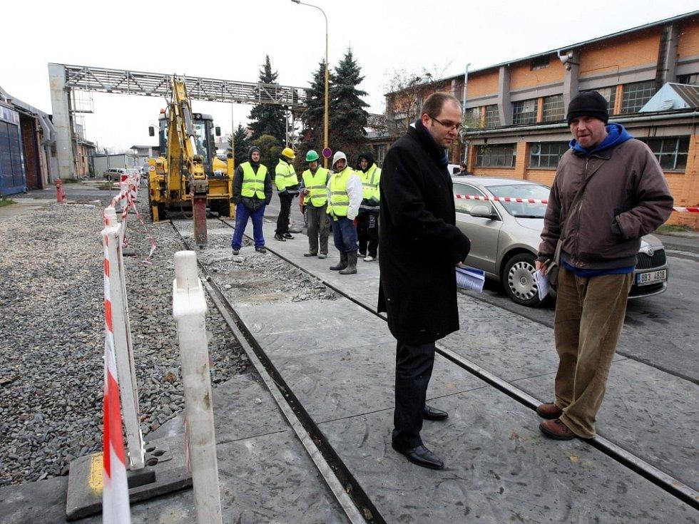Omezení dopravy v továrním areálu ve Zlíně.