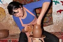 Magda Sudková z Nevšové se keramice věnuje v práci i osobním životě.