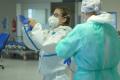 Na lůžkách ARO Uherskohradišťské nemocnice pečují o covid pozitivní pacienty v závažných stavech, kteří vyžadují podporu dýchání a dalších životních funkcí.