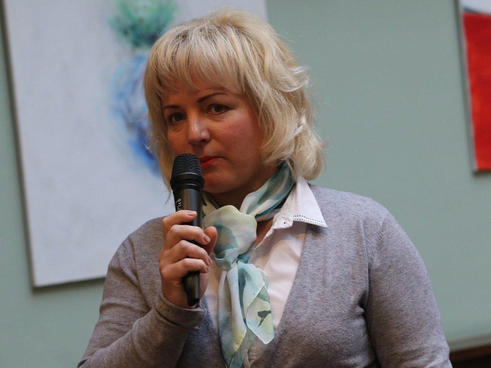 Akce Deník s vámi, panelová diskuze s hejtmanem Zlínského kraje. Jelena Štěrbová ze společnosti UH Car