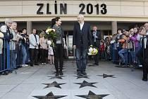53. ZLÍN FILM FESTIVAL 2013. Odhalení hvězd slávy na chodníku před Velkým kinem.