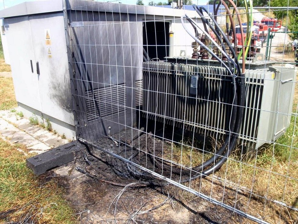 K požáru v objektu rozvodny solární elektrárny došlo dnes odpoledne ve Valašských Příkazech
