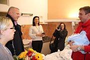 Bez pár gramů tříkilový Štěpán z Luhačovic se narodil na Nový rok ve 4.40 v Baťově nemocnici ve Zlíně a stal se tak prvním miminkem narozeným ve Zlínském kraji.