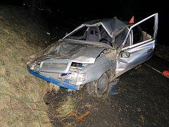 K havárii došlo v sobotu po půlnoci v Lukově na Zlínsku. Ve vozidle cestovali opilí výrostci