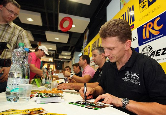 Autogramiáda před Barum Rally Zlín v roce 2011. Ilustrační foto